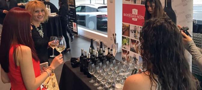 Presentacion Porsche 718 Boxster con vinos Nodus